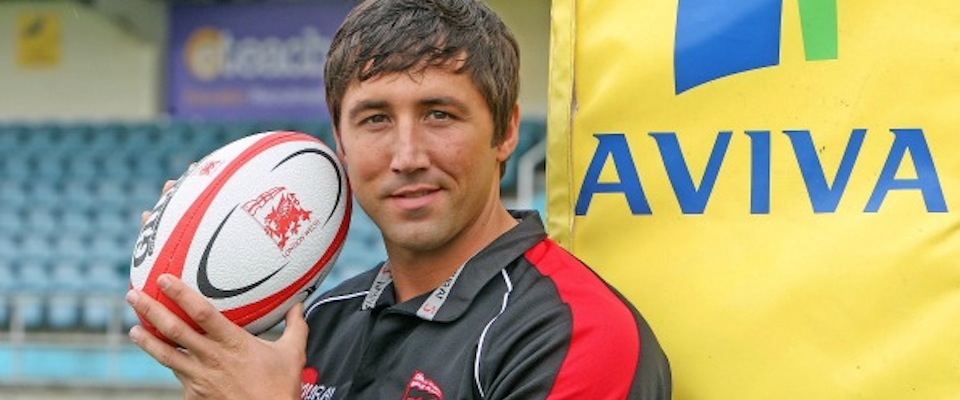 Gavin Henson holding a rugby ball