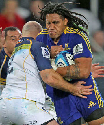 moore tackles nonu