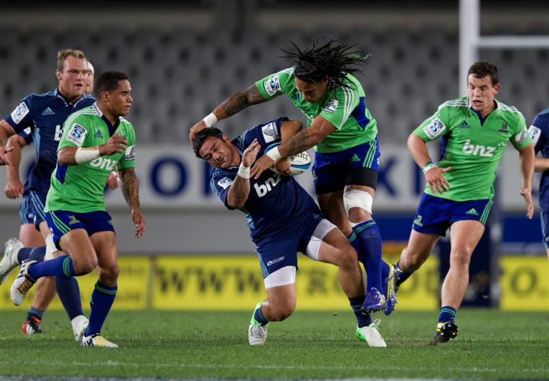 Piri Weepu is hit in an illegal tackle by Highlanders Ma'a Nonu